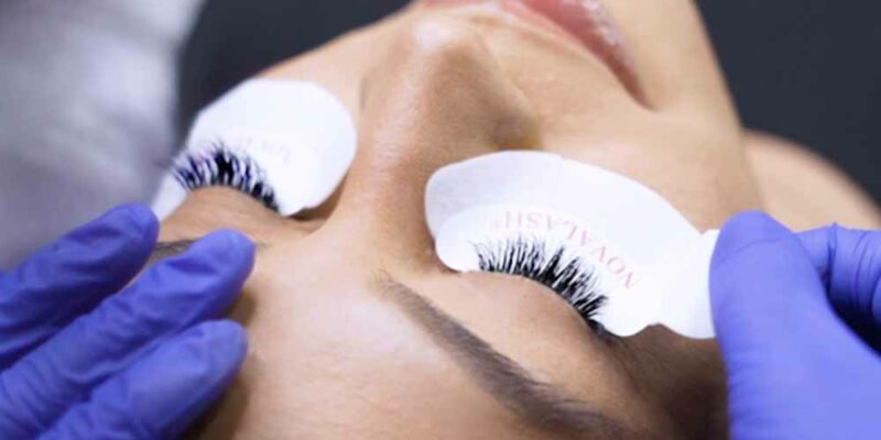 putting stickers under eyes of lashes