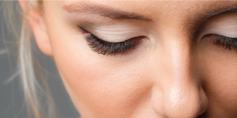 blonde woman with eyelash extensions